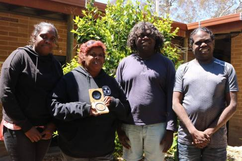 Jabiru mob with Vicky holding Noble Peace Prize